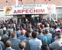 Noi proteste la Arpechim si Oltchim - sute de angajati, in strada