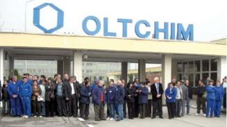 Noi proteste la Oltchim: Sute de angajati isi cer salariile neplatite de trei luni