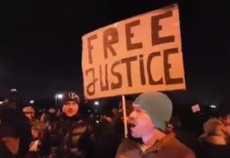 Noi proteste la Parlament, in Sibiu si Timisoara: Nu stati la ferestre, haideti la proteste!