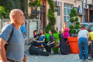 Noi restrictii in Bulgaria inainte de alegeri: se inchid scoli, restaurante, cinematografe, centre comerciale, cazinouri si sali de sport