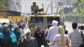Noi violente la Cairo: Ciocniri intre sustinatorii presedintelui arestat si localnici