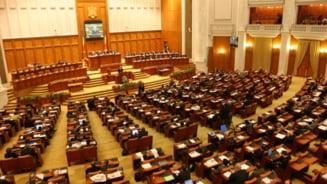 """Noii parlamentari de Cluj au depus juramantul. 8 dintre ei sunt """"boboci"""" - GALERIE FOTO"""
