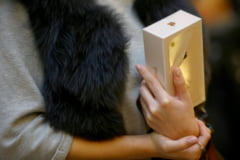 Noile iPhone-uri, vandute fara incarcatoare. Un alt accesoriu standard lipseste din cutiile furnizate de Apple