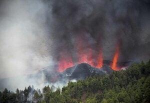 Norul de cenusa provocat de eruptia vulcanului Cumbre Vieja traverseaza Romania