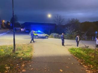 Mai multe persoane ucise şi altele rănite de un bărbat înarmat cu un arc. Suspectul a fost arestat VIDEO