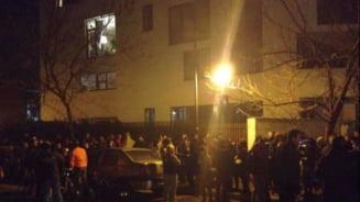 Nou protest la MAE: Se canta imnul si se cere demisia lui Corlatean