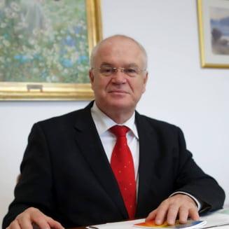 """Noua amanare pentru """"familia traditionala"""": Parlamentarii paseaza asumarea propunerii de modificare a Constitutiei"""