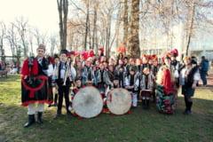 Noua grupuri folclorice din judetul Suceava participa la festivaluri de datini si obiceiuri din tara