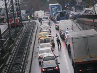 Noua lege privind taxa auto intra in vigoare, dar nu va fi aplicata inca