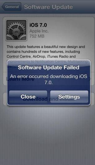 Noul sistem de operare de la Apple, iOS 7, poate fi descarcat: Erori si functii noi (Video)