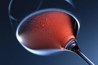 Nu fumezi, dar bei vin? Echivaleaza vinul tigarile cand vine vorba despre riscul de cancer?