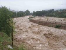 Nu scapam de inundatii: Codul portocaliu, prelungit