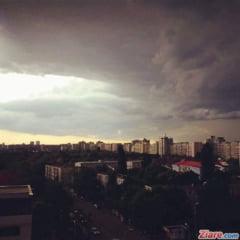 Nu uitati umbrelele acasa! Cod portocaliu de ploi torentiale