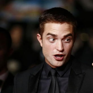 Nuditate in exces la Cannes: O femeie topless a stricat premiera unui film cu Robert Pattinson