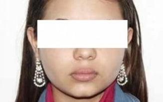 O adolescenta a furat bijuteriile si economiile familiei si a fugit de acasa. Este cautata de politie