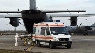 O aeronavă a Forţelor Aeriene transportă 4 bolnavi de COVID, în stare gravă, de la Bucureşti la Târgu Mureş