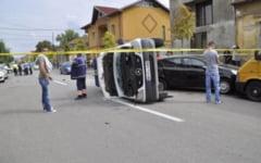 O ambulanta lovita in Turnu Severin de un autoturism. Trei persoane au ajuns cu traumatisme la spital