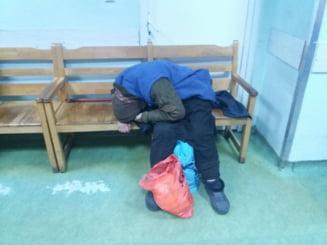 O batrana a fost umilita de un medic la Spitalul Judetean din Ploiesti: Ma ocup de ea daca am timp. E o boschetarita