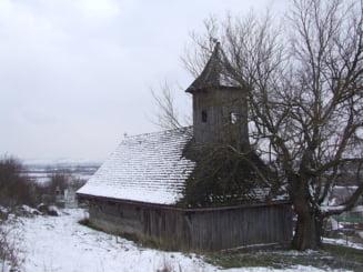O biserica din lemn din Mures, monument istoric, a ars complet
