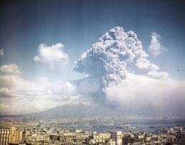 O bomba cu ceas ticaie in Europa, langa Vezuviu