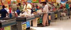 O brutarie, un supermarket si 4 magazine alimentare, amendate de inspectorii de la siguranta alimentelor.