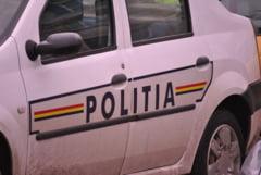 O bucuresteanca fara carnet a furat o masina si a intrat intr-un gard, dupa numai 10 metri
