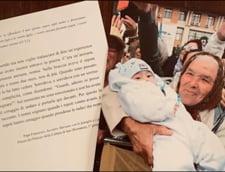 """O bunica din Romania care isi tine nepotul in brate apare in noua carte de rugaciuni a Papei Francisc. """"Am fost miscat de acel moment"""""""