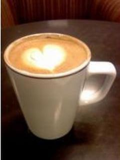 O cafea pe zi reduce riscul de atac cerebral cu 25%