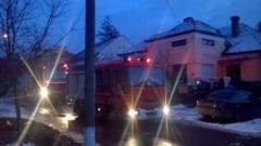 O casa a luat foc de la o lumanare pusa sub brad