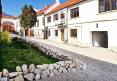 O casa saseasca autentica din Tara Barsei a fost scoasa la licitatie de la 450.000 de euro