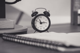 O companie isi lasa angajatii sa lucreze doar 5 ore pe zi, dar cu cateva conditii