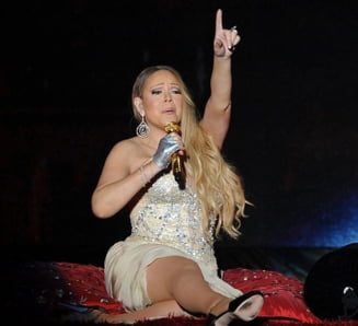 O diva pe scena: Costumatia bizara a cantaretei Mariah Carey la un concert (Galerie foto)