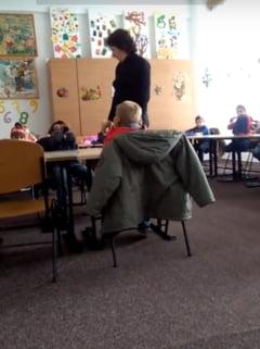 O educatoare loveste si injura repetat copiii (Video). UPDATE Cum isi motiveaza faptele