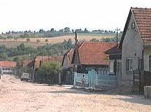 O familie a castigat in instanta un sat intreg si vrea sa evacueze localnici