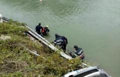 O familie a murit in accidentul de la Coronini. Parapetele inca se lasa asteptate!