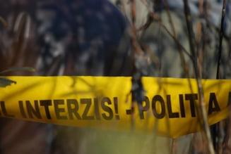 O fată de 13 ani a fost găsită moartă într-o râpă din Bistriţa-Năsăud. Copila fusese dată dispărută de familie cu o seară înainte