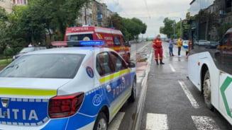 O fata de 15 ani, lovita de un autobuz pe trecerea de pietoni. Soferul era sub influenta alcoolului VIDEO