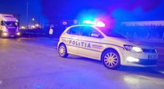 O femeie ar fi fost batuta pe strada de politisti pentru ca nu a purtat masca. A fost declansata o ancheta VIDEO