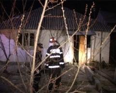 O femeie de 80 de ani a ramas fara casa in toiul noptii in urma unui incendiu
