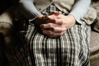 O femeie de 85 de ani din Spania, declarata decedata din cauza COVID-19 si inmormantata, a revenit la caminul in care locuia