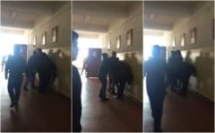 O femeie din Centrul Vechi a batut doi baieti intr-o scoala din municipiu, in timpul orelor