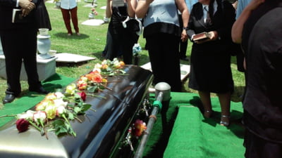 O femeie din Spania a interzis familiei sa participe la inmormantarea ei. Modul inedit in care a reusit sa faca asta chiar dupa moarte