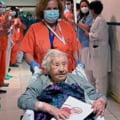 O femeie in varsta de 104 ani a fost externata dintr-un spital din Madrid dupa ce s-a vindecat de COVID-19