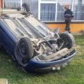 O femeie s-a răsturnat cu mașina în curtea unei case din Piatra Neamț