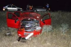 O femeie si doi copii, raniti dupa ce s-au rasturnat cu masina