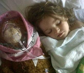 O fetita de trei ani, vindecata de cancer la san
