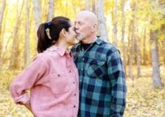 """O fi """"greu de iubit""""? Sotia fotomodel a actorului Bruce Willis, declaratie de dragoste siropoasa. Ce-au sarbatorit cei doi"""
