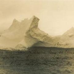 """O fotografie senzatioala: Icebergul de care s-a lovit vasul """"Titanic"""" acum un secol"""