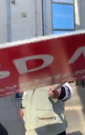 O jurnalista din Iasi, lovita de unul dintre manifestantii de la mitingul PSD (Video)