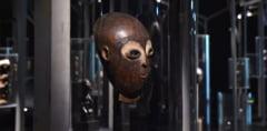 O masca de 300.000 de euro a fost furata de la Christie's